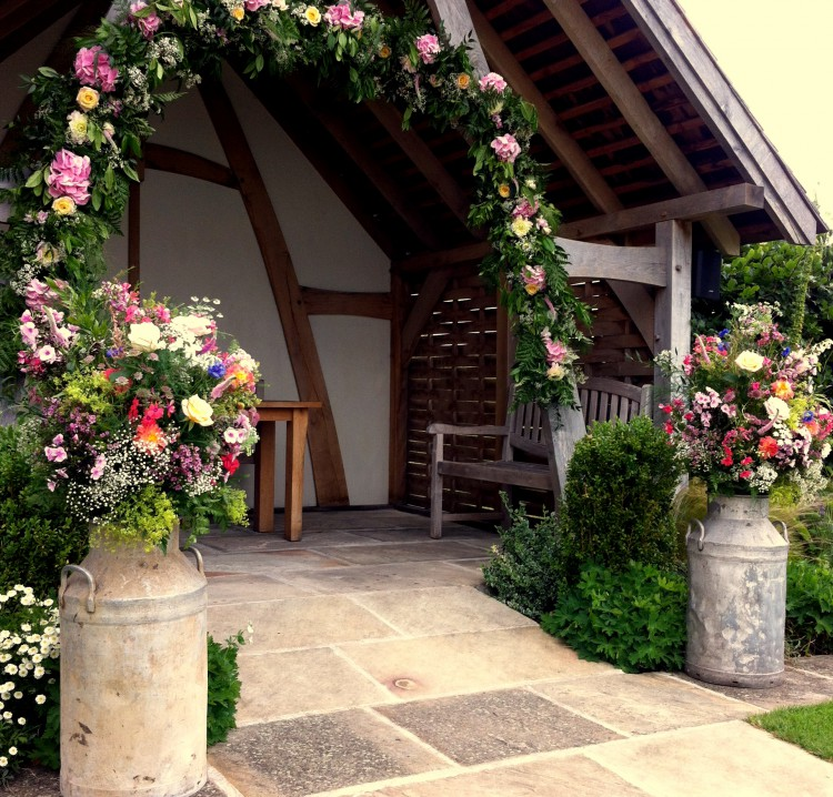 outdoor wedding at Kingscote barn Tetbury