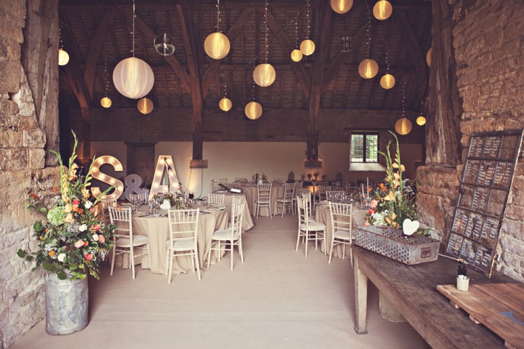 rustic weding at stanway tithe barn