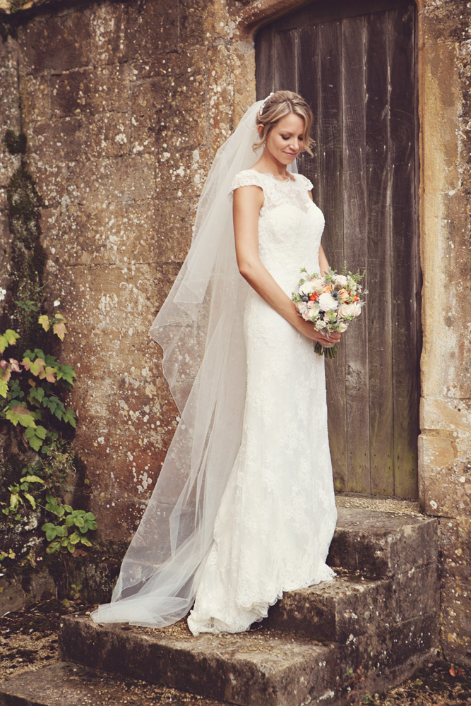 bride - rustic autumn wedding at Stanway house
