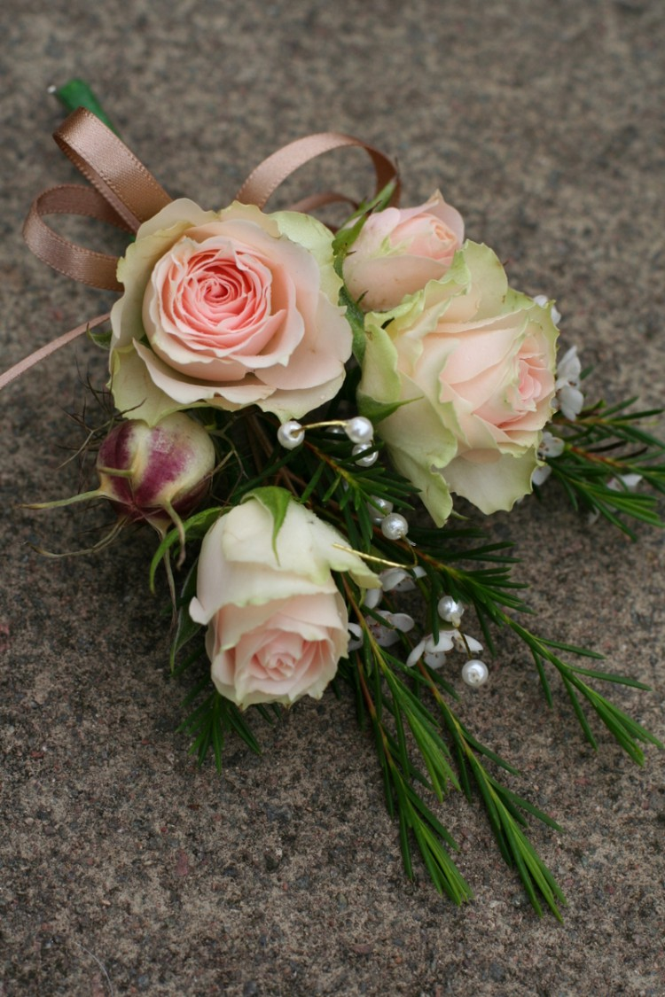peach rose ladies corsage