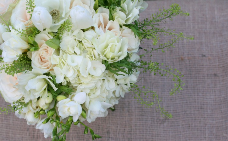 white winter brides bouquet