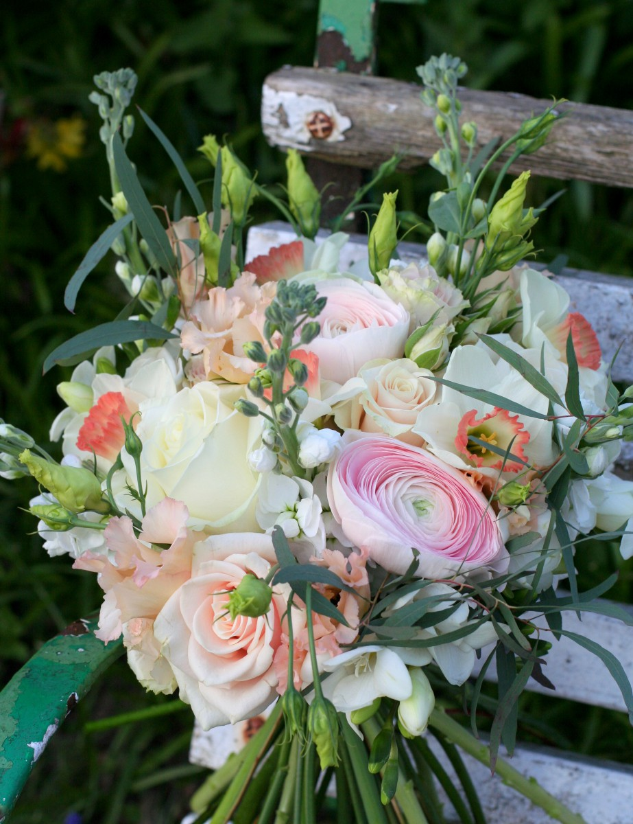 Wedding Flowers In Cheltenham : Soft spring flowers for becca and nick s cheltenham wedding