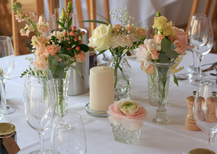 peach, pink and cream table flowers