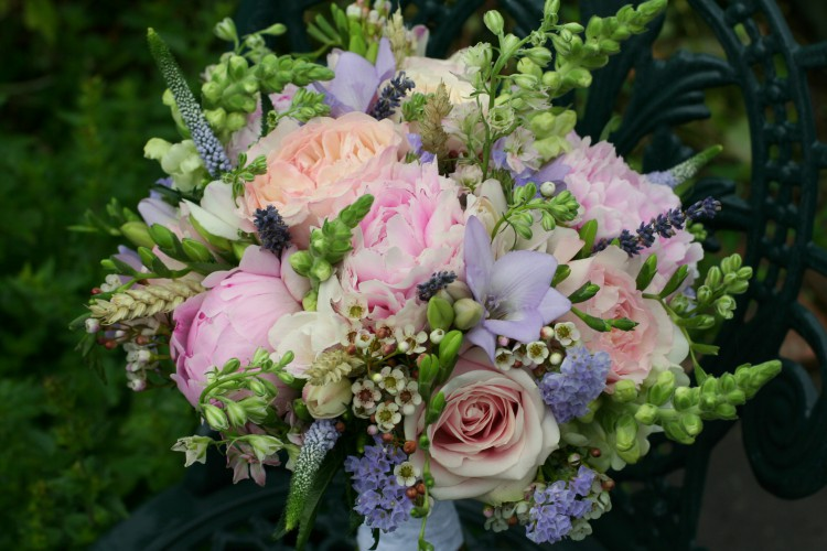 summer country wedding brides bouquet