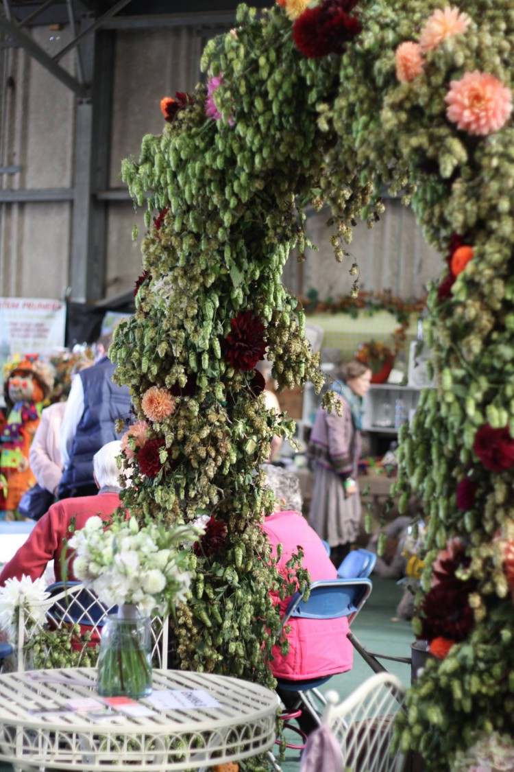 hop and dahlia archway at autumn show