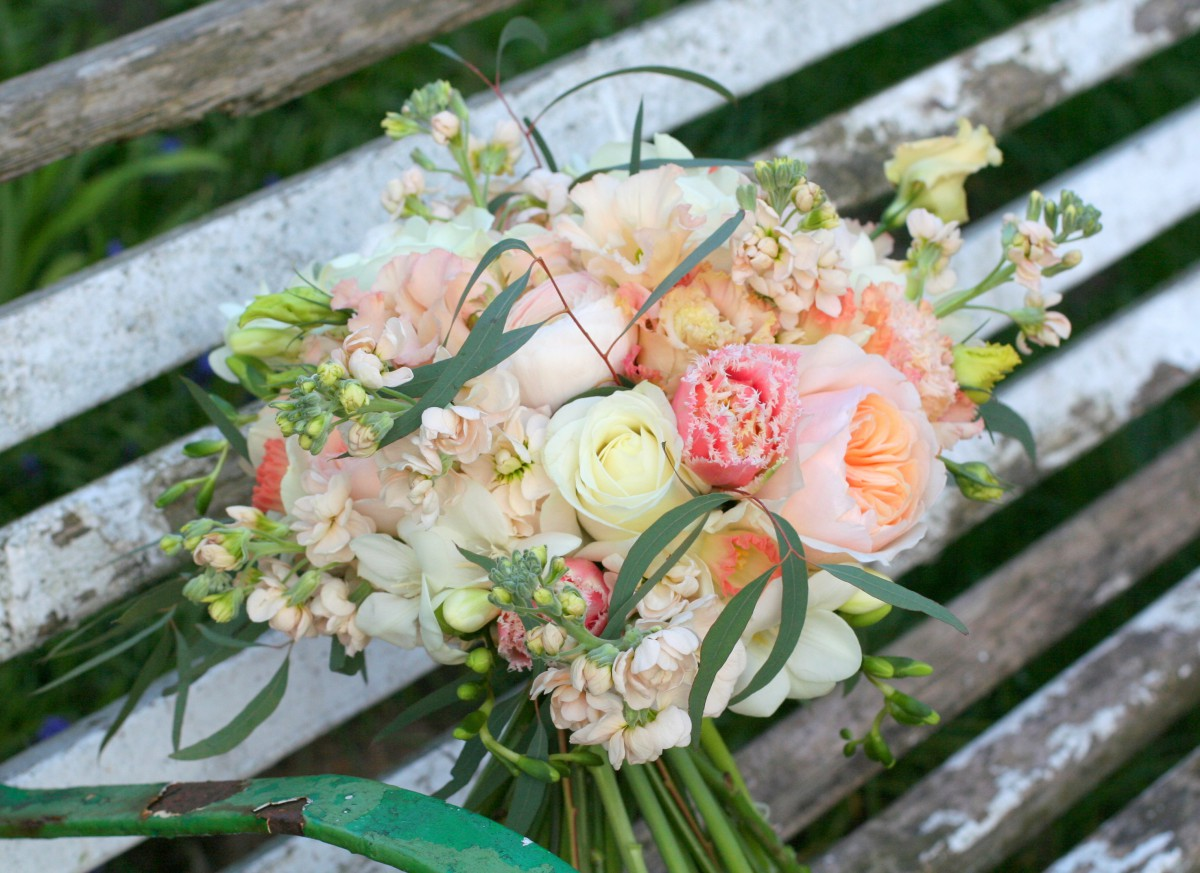 peach and cream brides bouquet