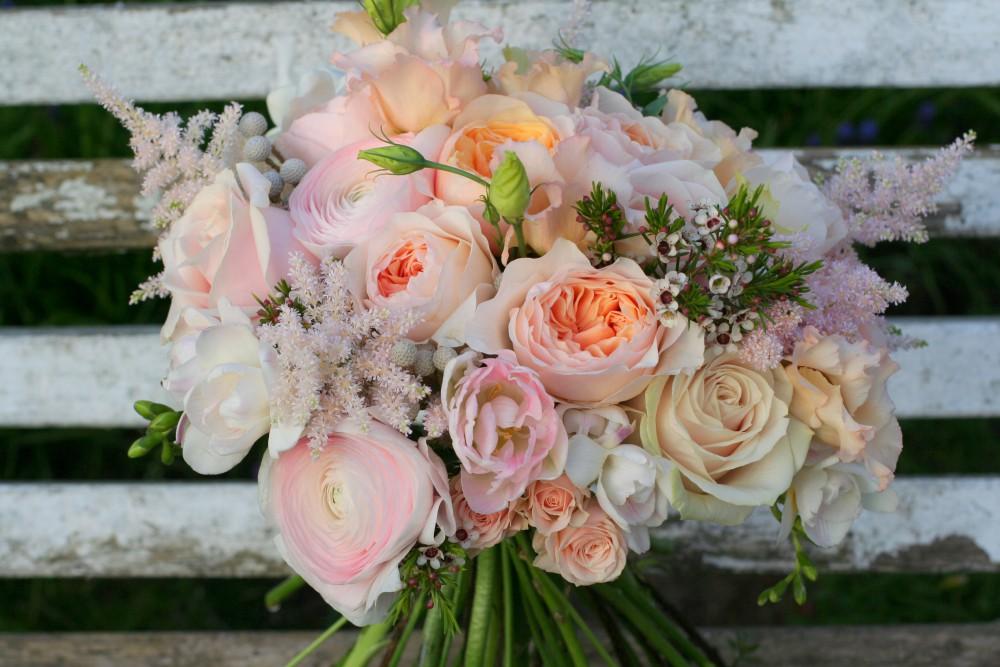peach and cream bridal bouquet