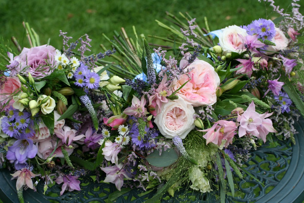 lilac bridesmaids bouquets