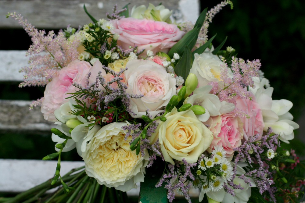 pale pink and lemon brides bouquet with 'Patience' and 'Kiera' David Austin Roses