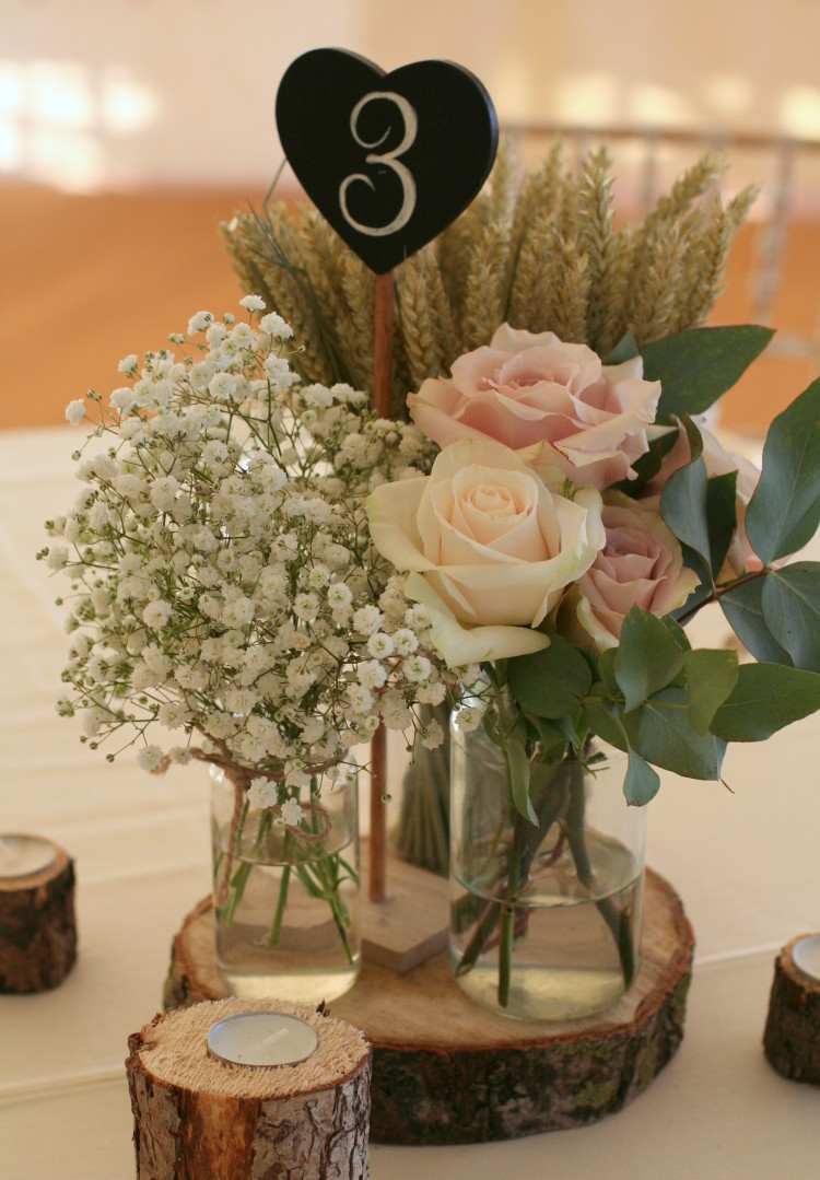rose, gypsophila and wheat table centre