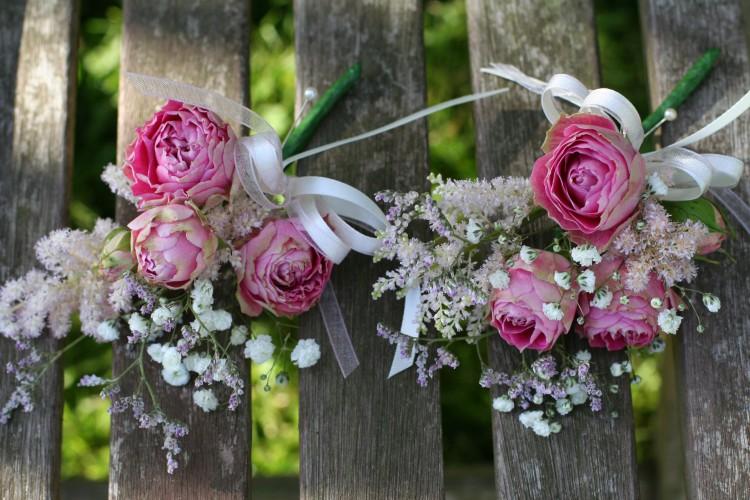 ladies corsage of spray roses