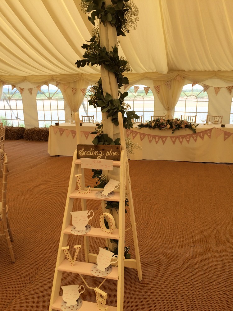 table plan and garland