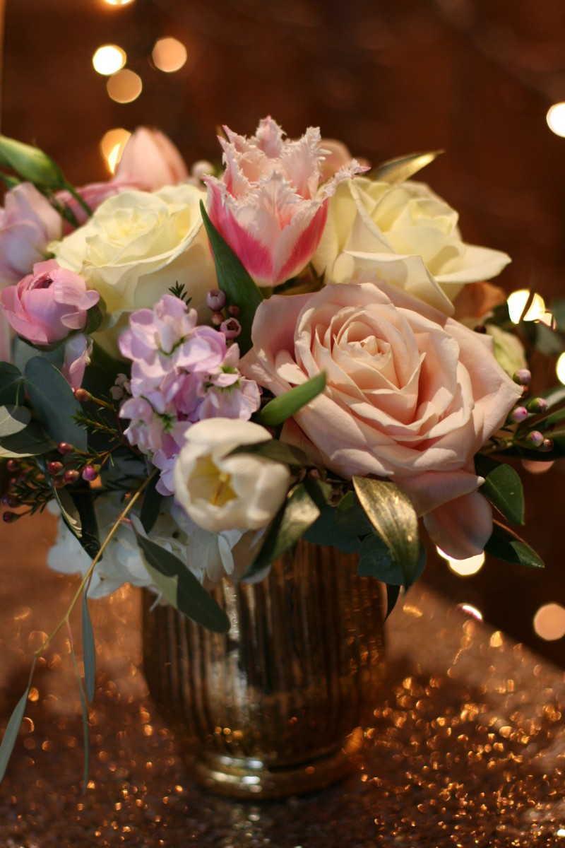 gold sparkle table centre for a luxury vintage style wedding