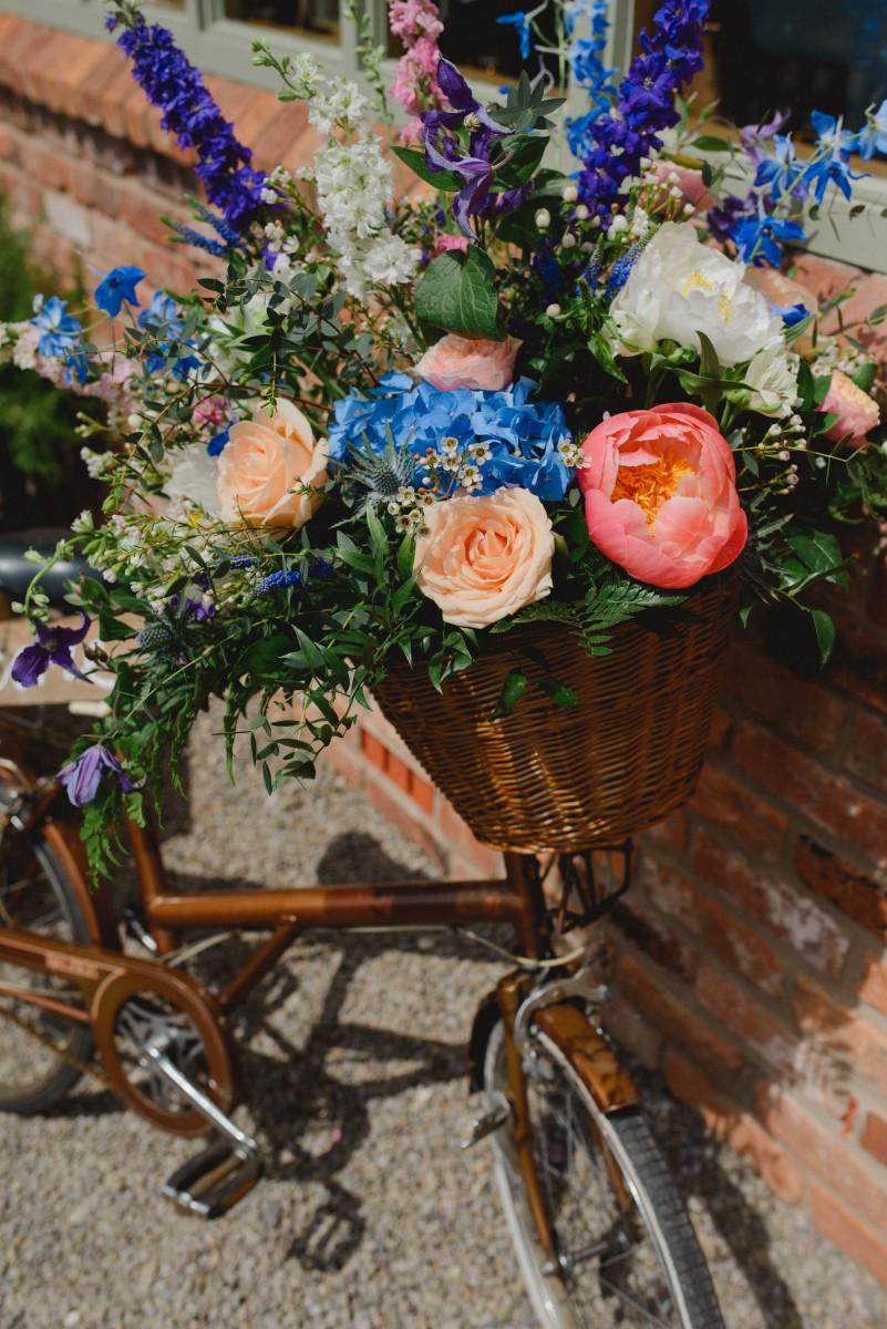 vintage bicycle wedding flowers