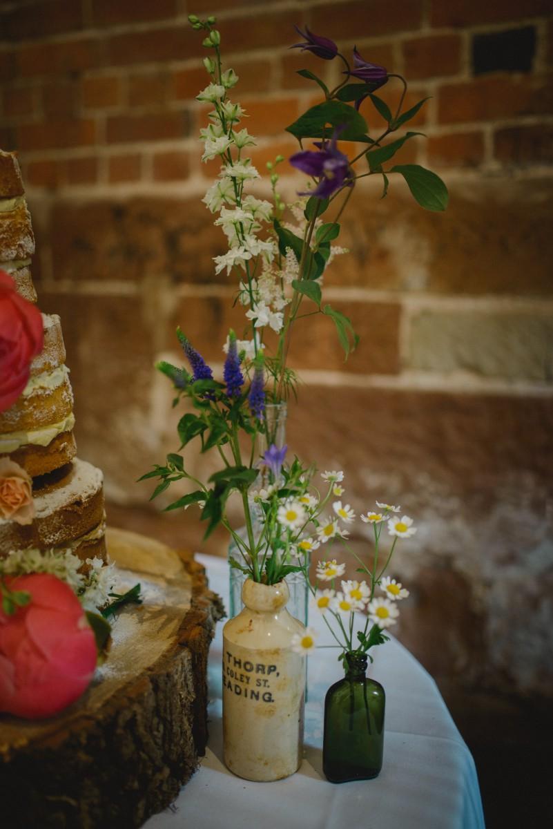 naked cake wedding flowers