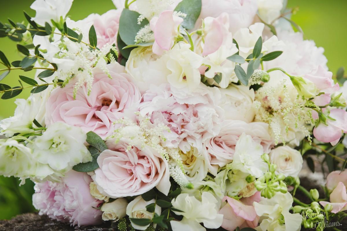 garden rose brides bouquet for a Herefordshire wedding