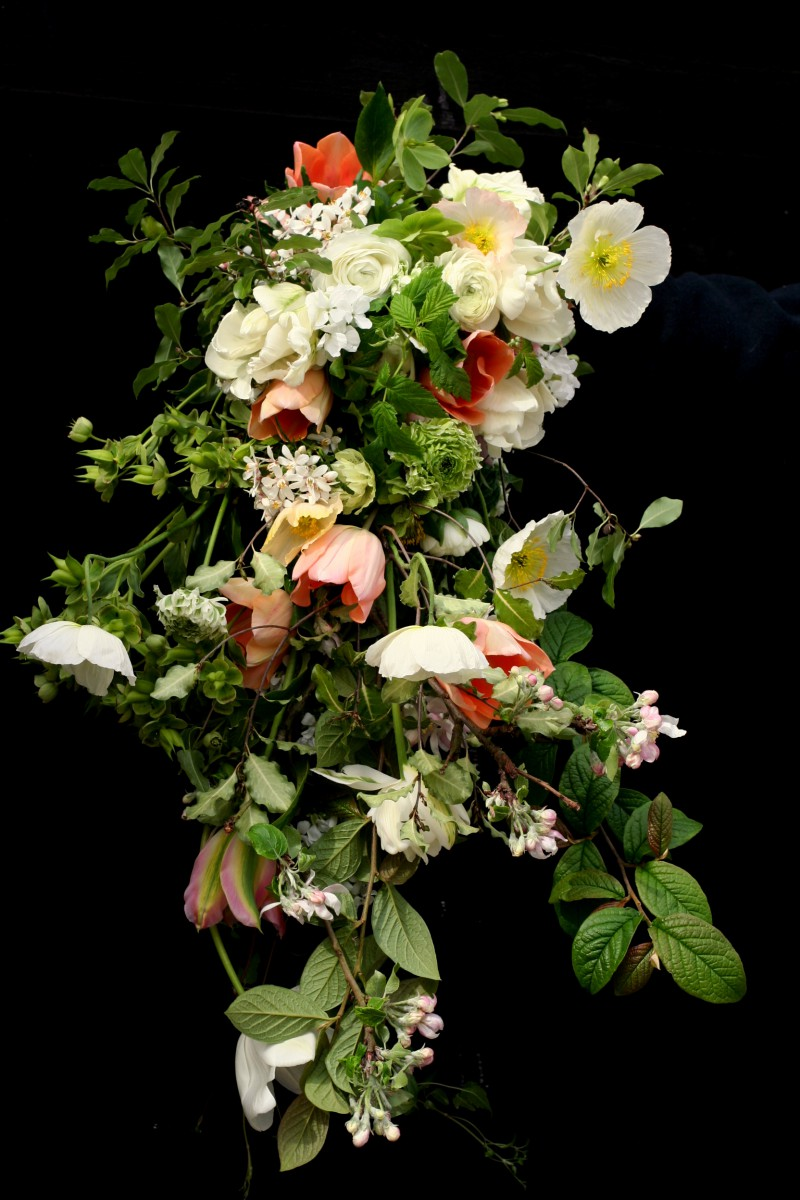 free-form brides bouquet spring wedding
