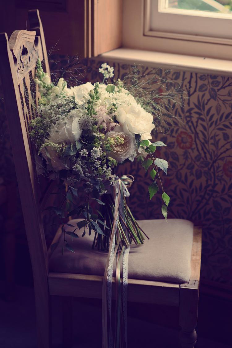 summer brides bouquet yurt wedding