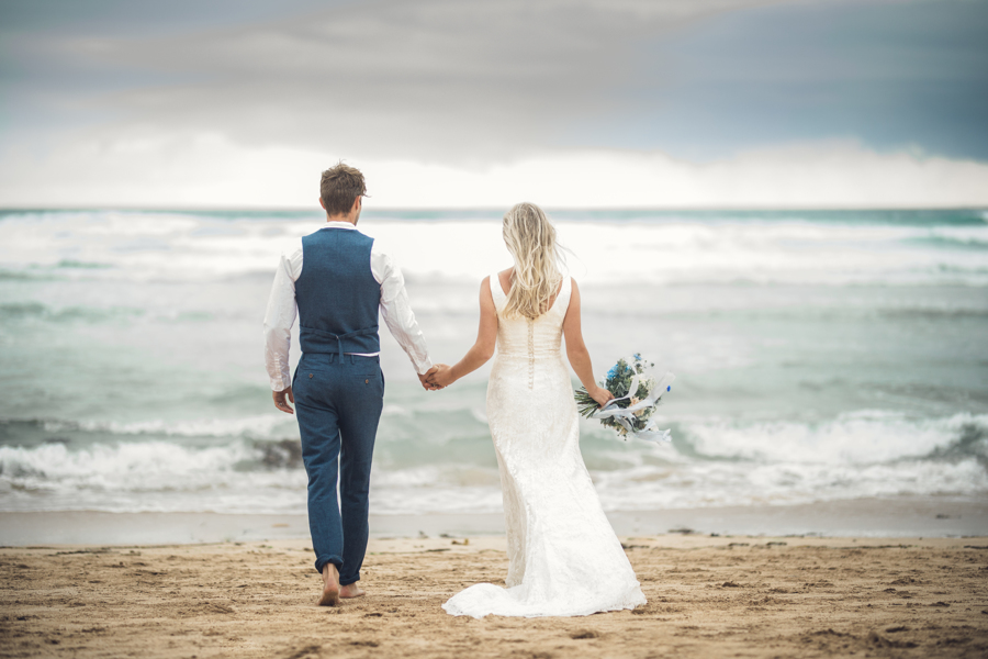 beach wedding in Cornwall by Jenny Fleur Florist and Hannah Buckland Photography