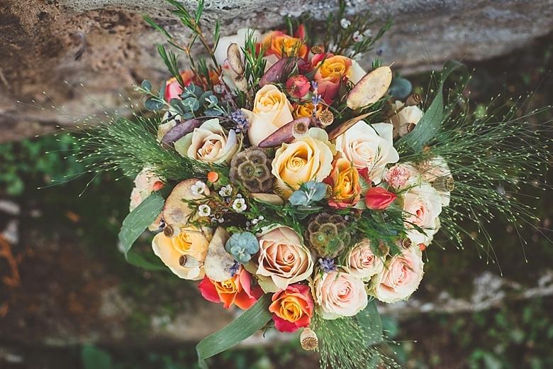 rustic autumn brides bouquet