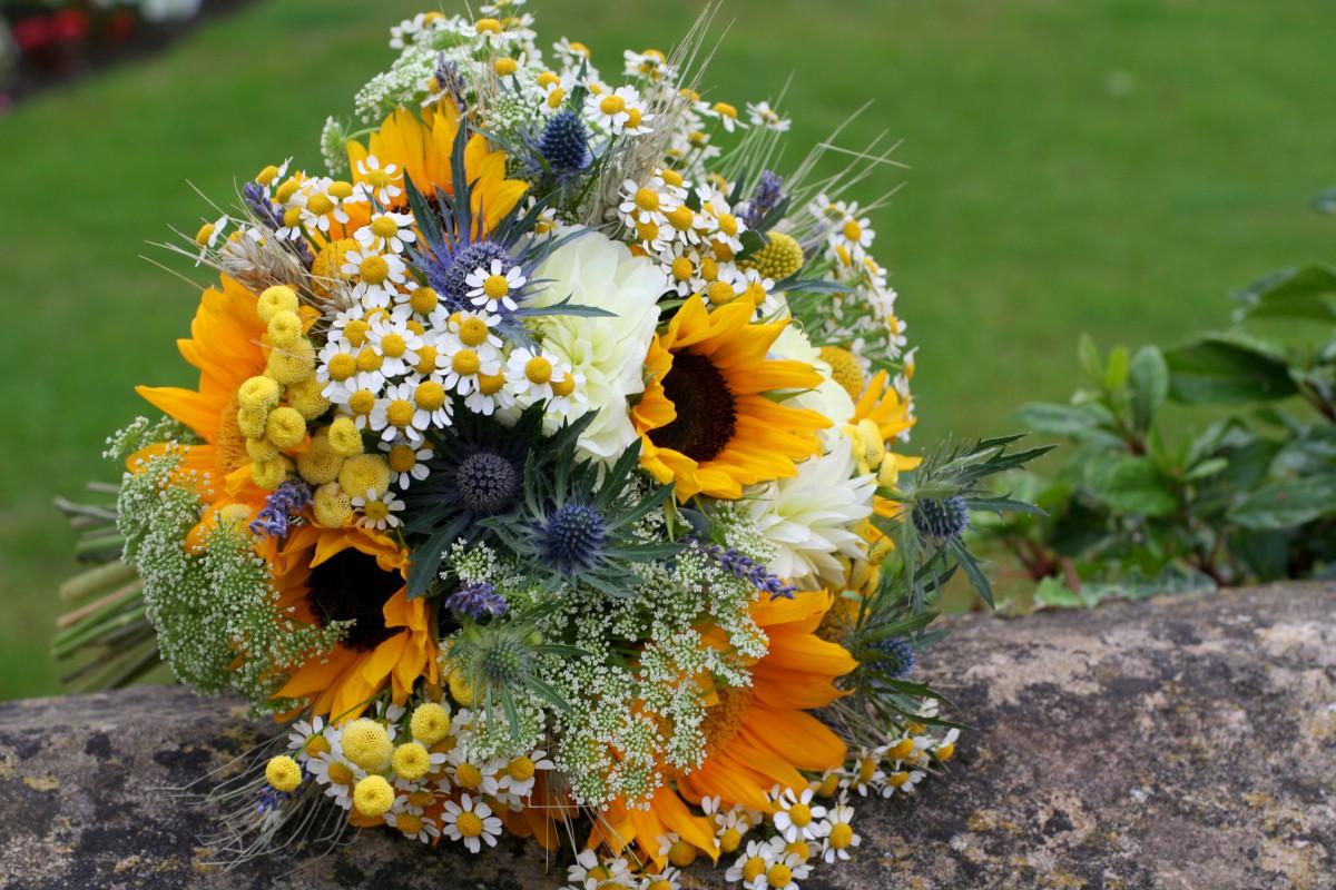 rustic sunflower brides bouquet